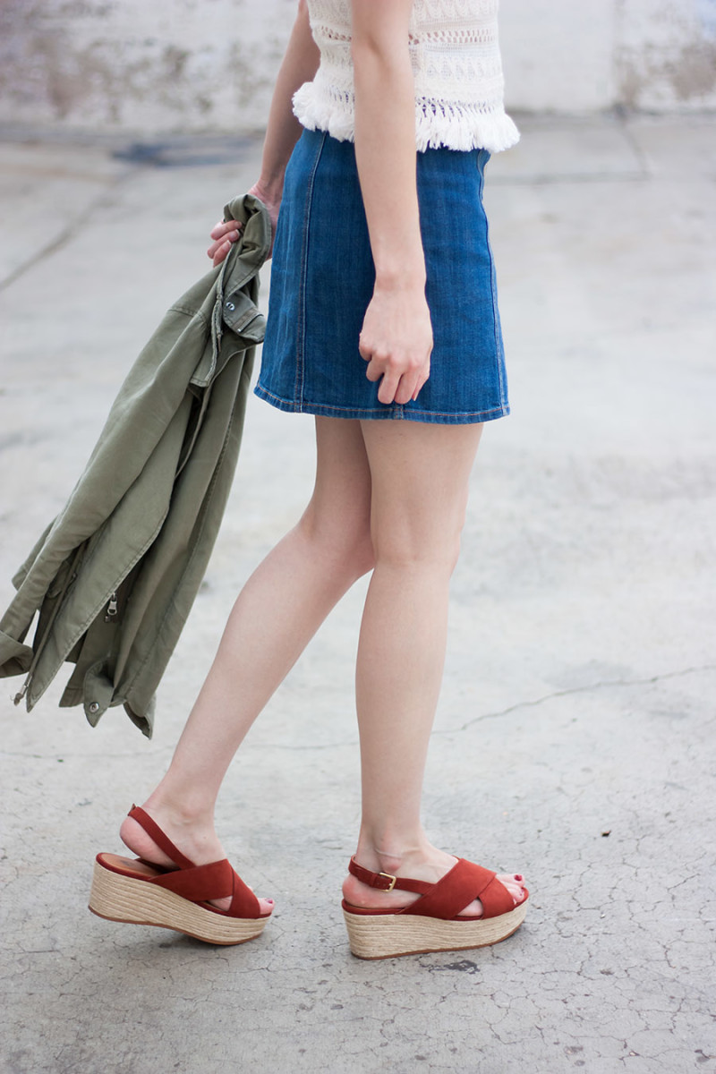 Red flatform wedge sandals, H&M outfit, Denim Mini Skirt