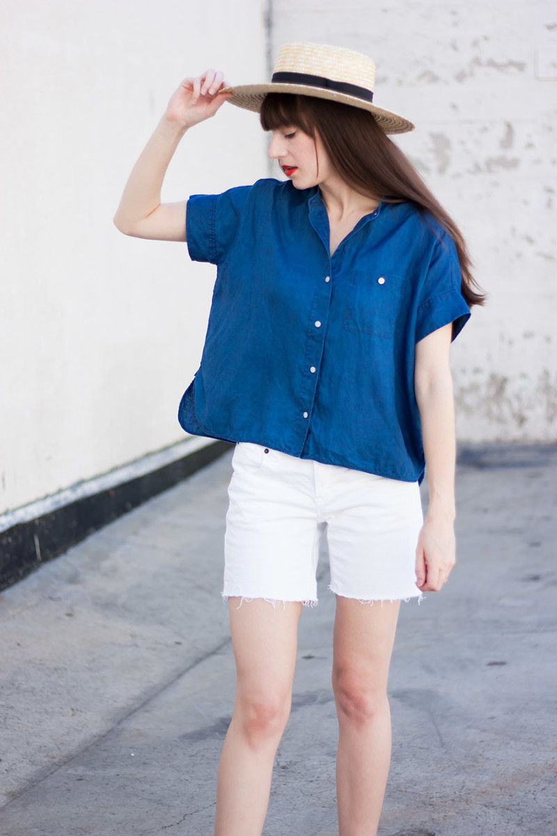 Style Blogger wearing Everlane Linen Square Shirt