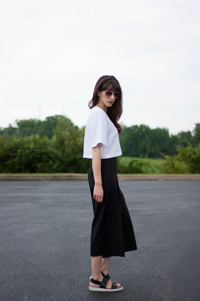 Everlane Street Sandal, Black and White Minimalist Outfit, Vetta Capsule