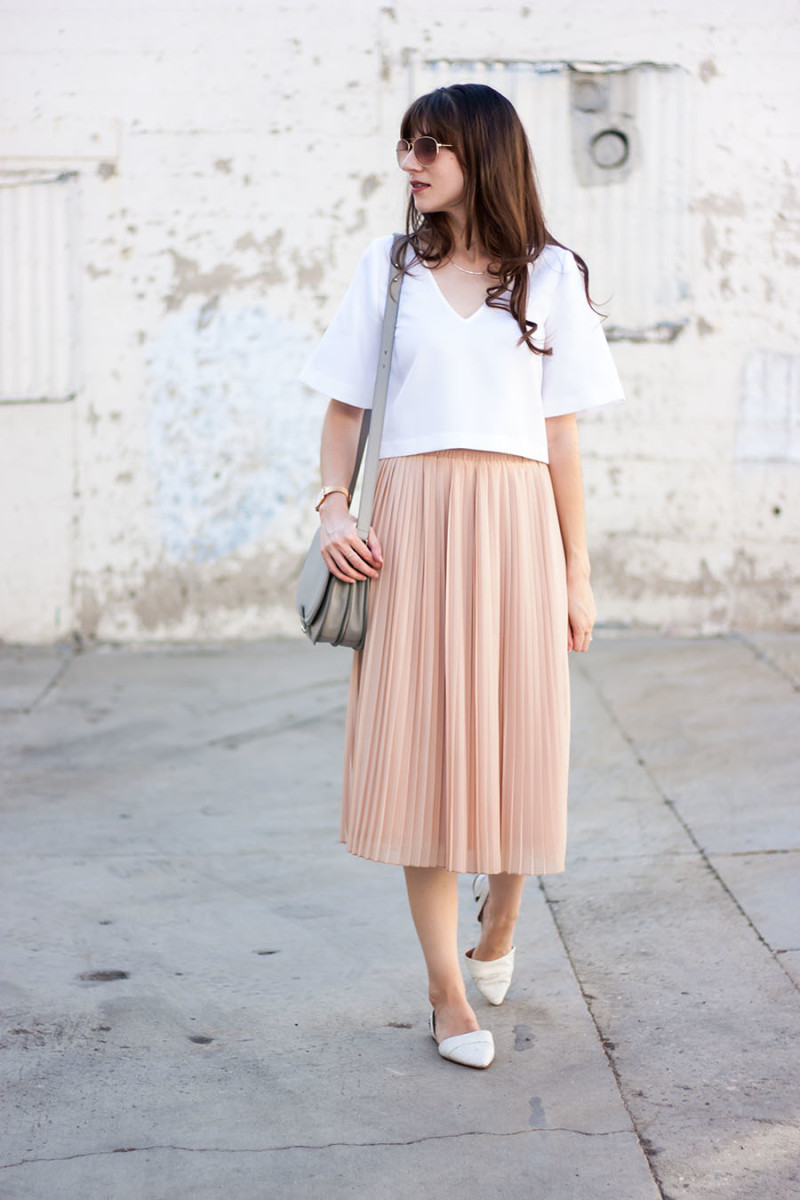 Jessica from Jeans and a Teacup wearing blush pleated midi skirt