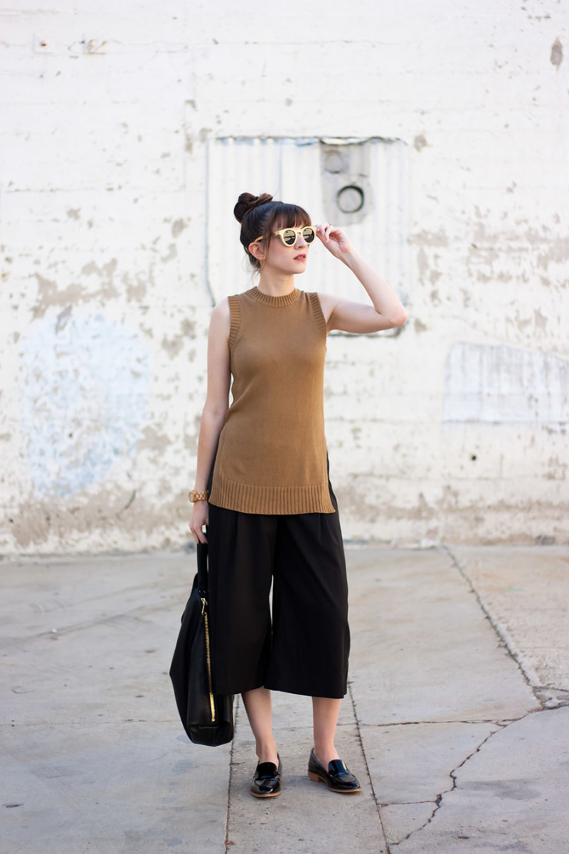 Minimalist Style Blogger Wearing Everlane and Vetta Capsule