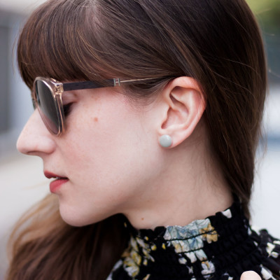 Los Angeles Fashion Blogger wearing minimalist Kate a Moose Earrings