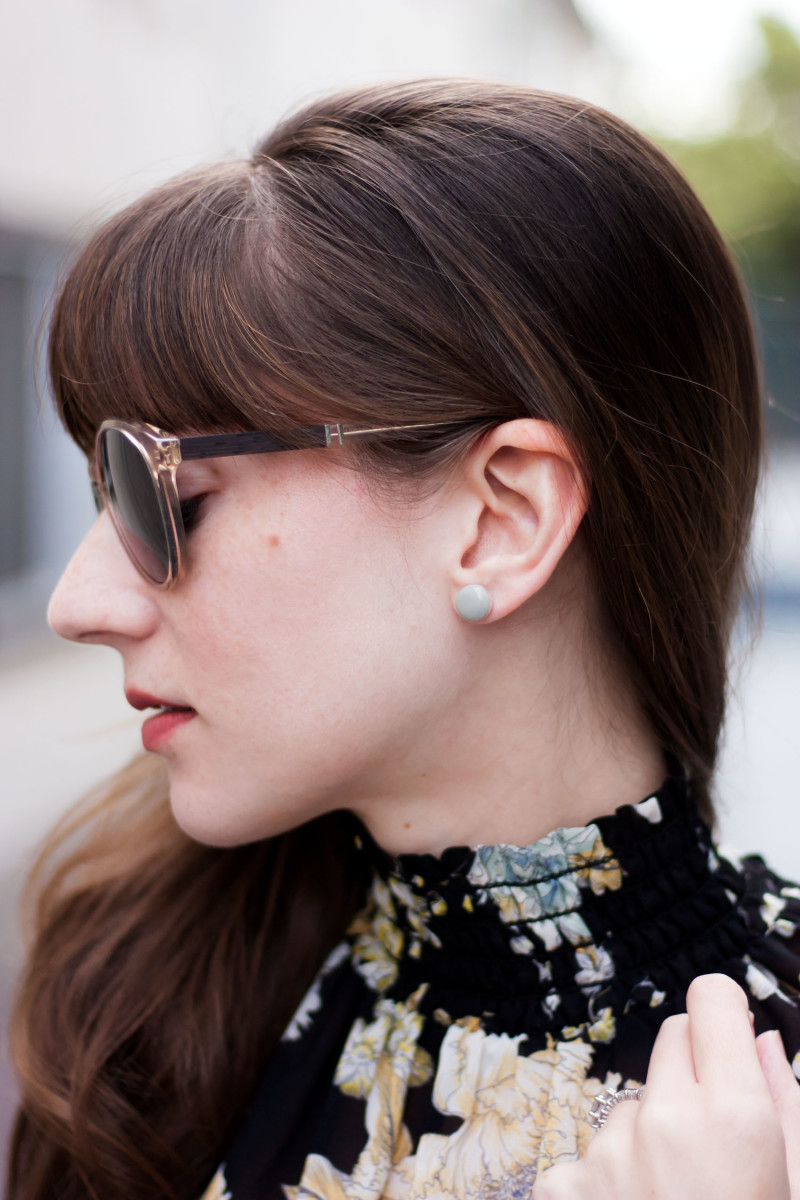 Los Angeles Fashion Blogger wearing Kate and Moose Minimalist Jewelry