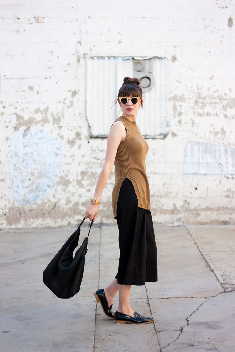 Minimalist Style Blogger wearing Everlane