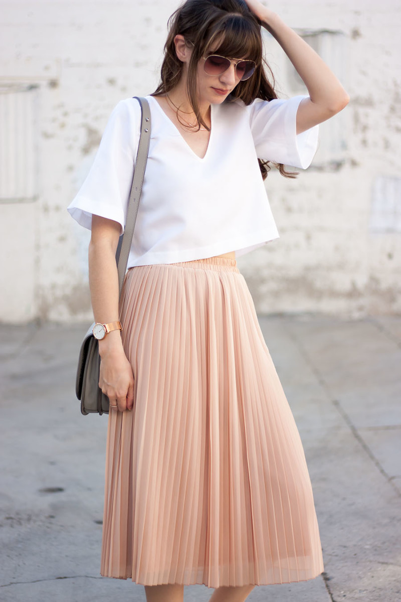 Blush Pleated Midi Skirt   link Up - Jeans and a Teacup