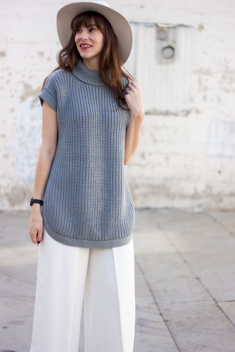 Jeans and a Teacup Style Blogger wearing 1X1 grey tunic sweater and White Kin K Hat