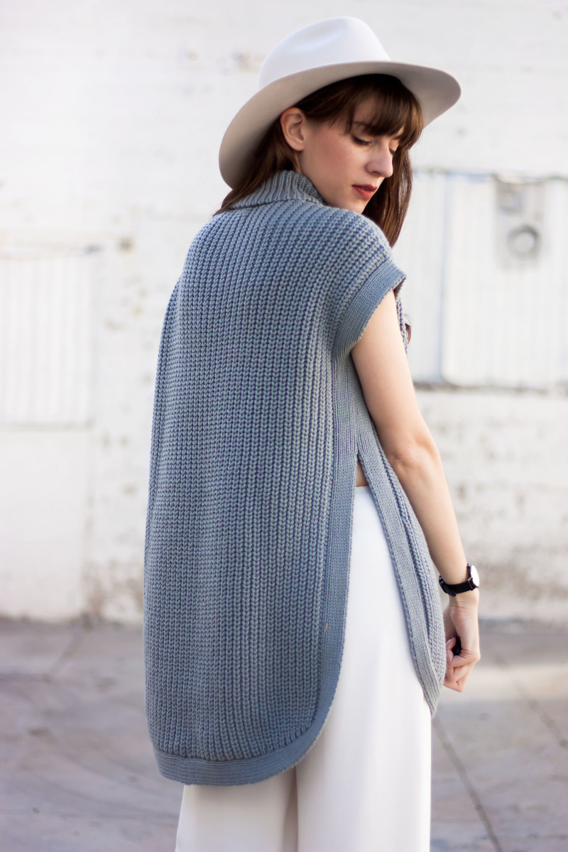 Los Angeles Fashion Blogger wearing 1X1 oversized tunic sweater.
