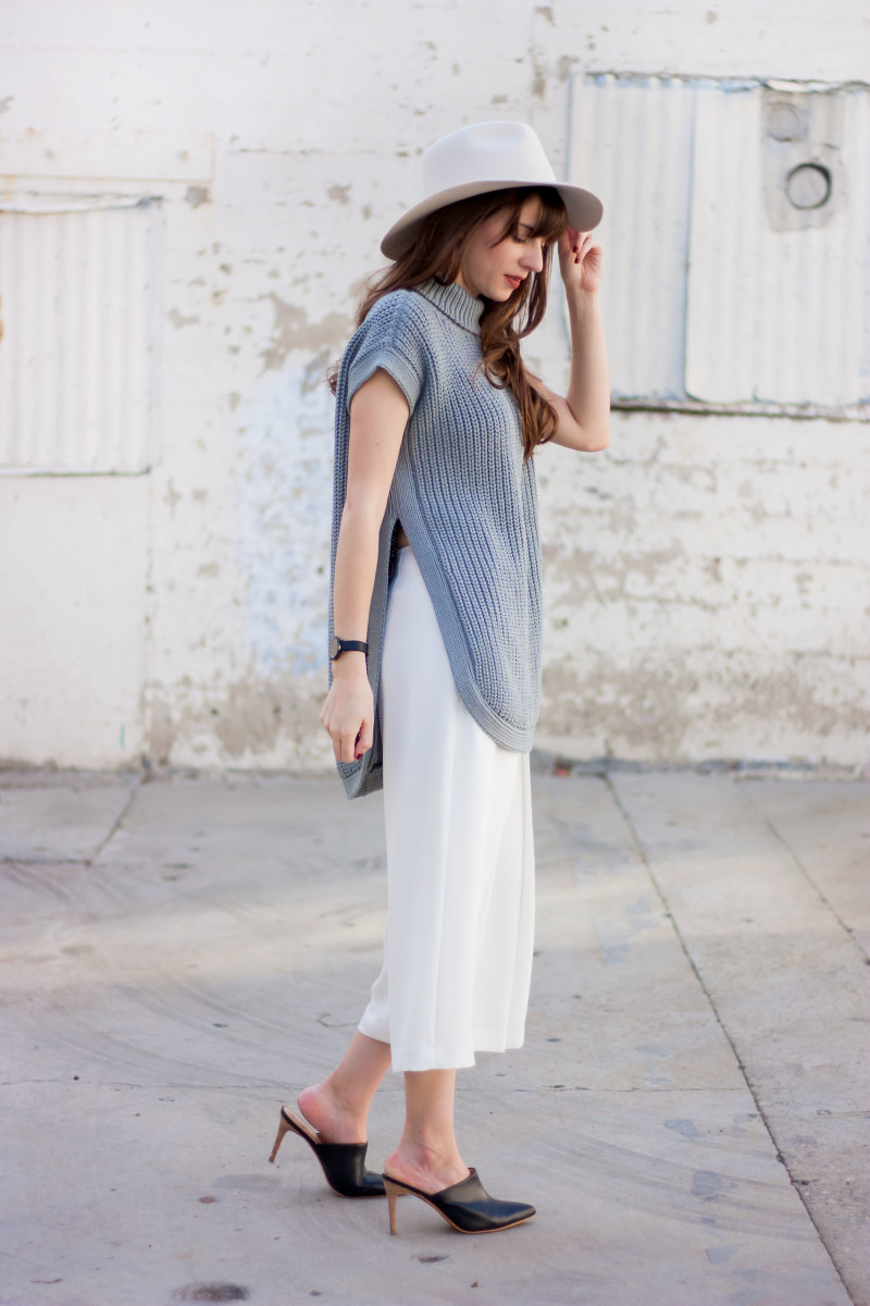 Los Angeles Style Blogger wearing a minimalist neutral outfit