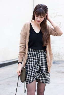 Minimalist Style Blogger wearing Grana Cashmere Boyfriend Cardigan and Merino Sweater.