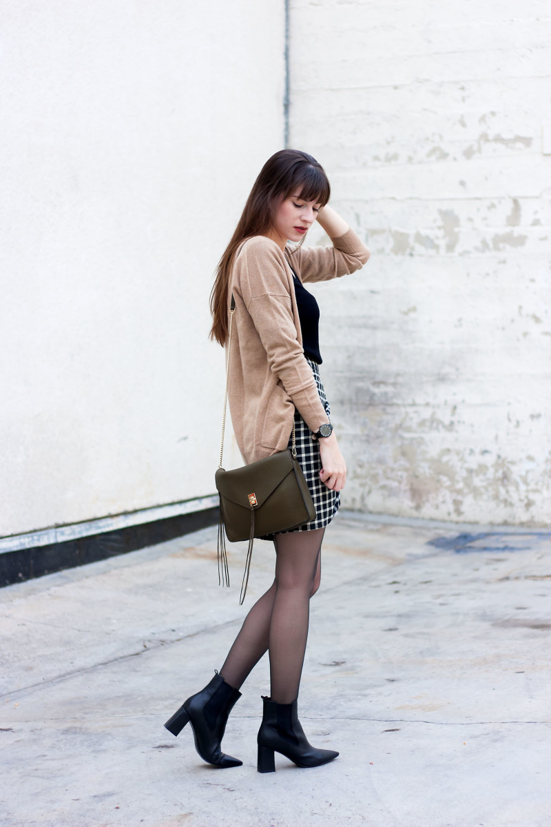 Los Angeles Style Blogger wearing a camel cashmere cardigan and marc fisher booties