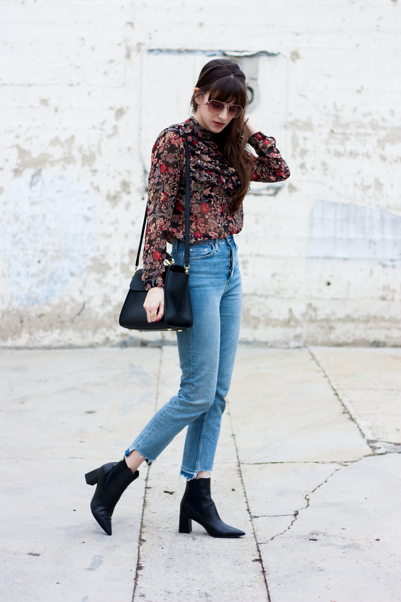 Jeans and a Teacup Fashion Blogger wearing Topshop Jeans and H&M Floral Blouse