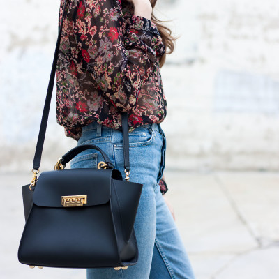 How to Style Mom Jeans for Fall