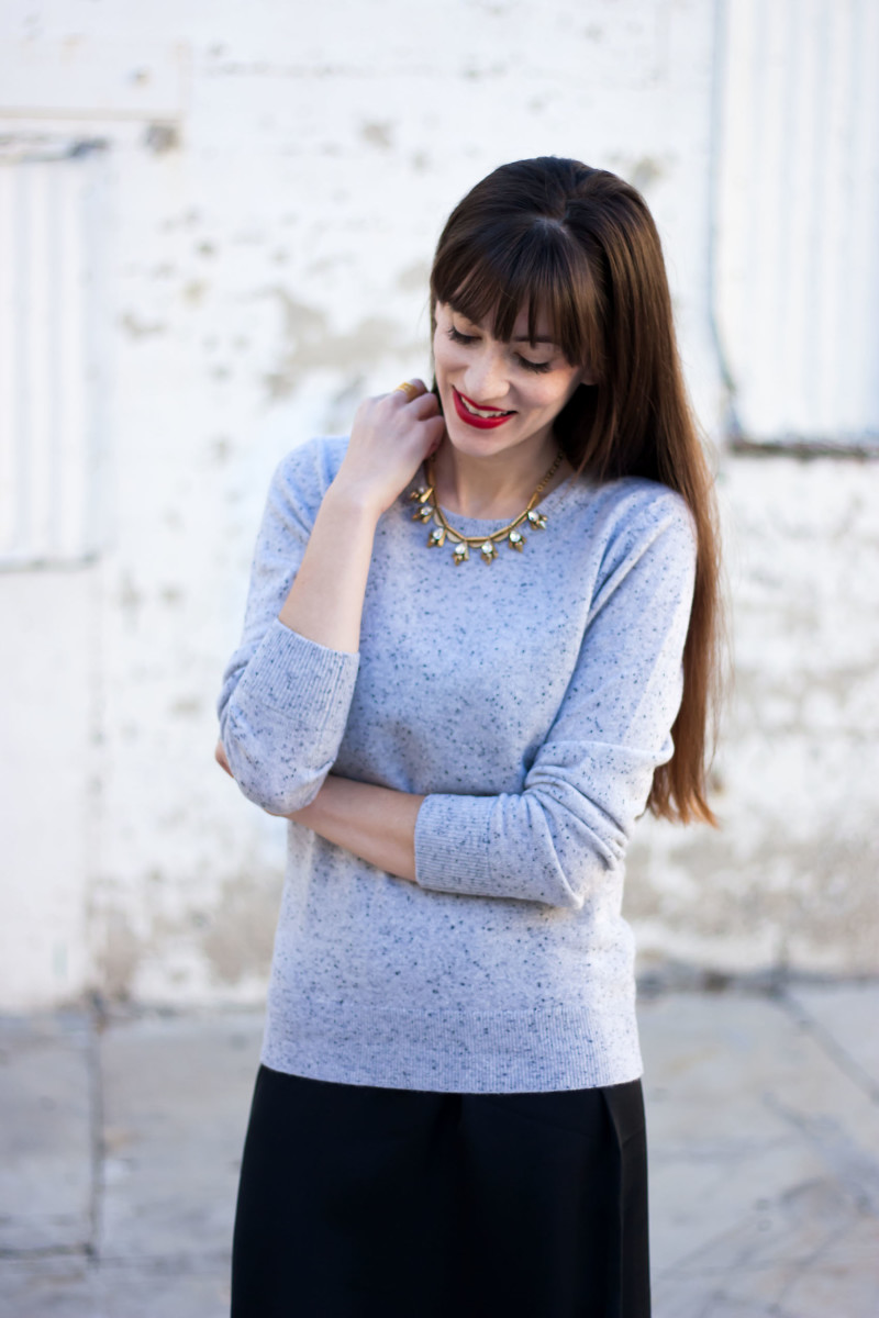 Style Blogger wearing Grey Cashmere Sweater from Grana