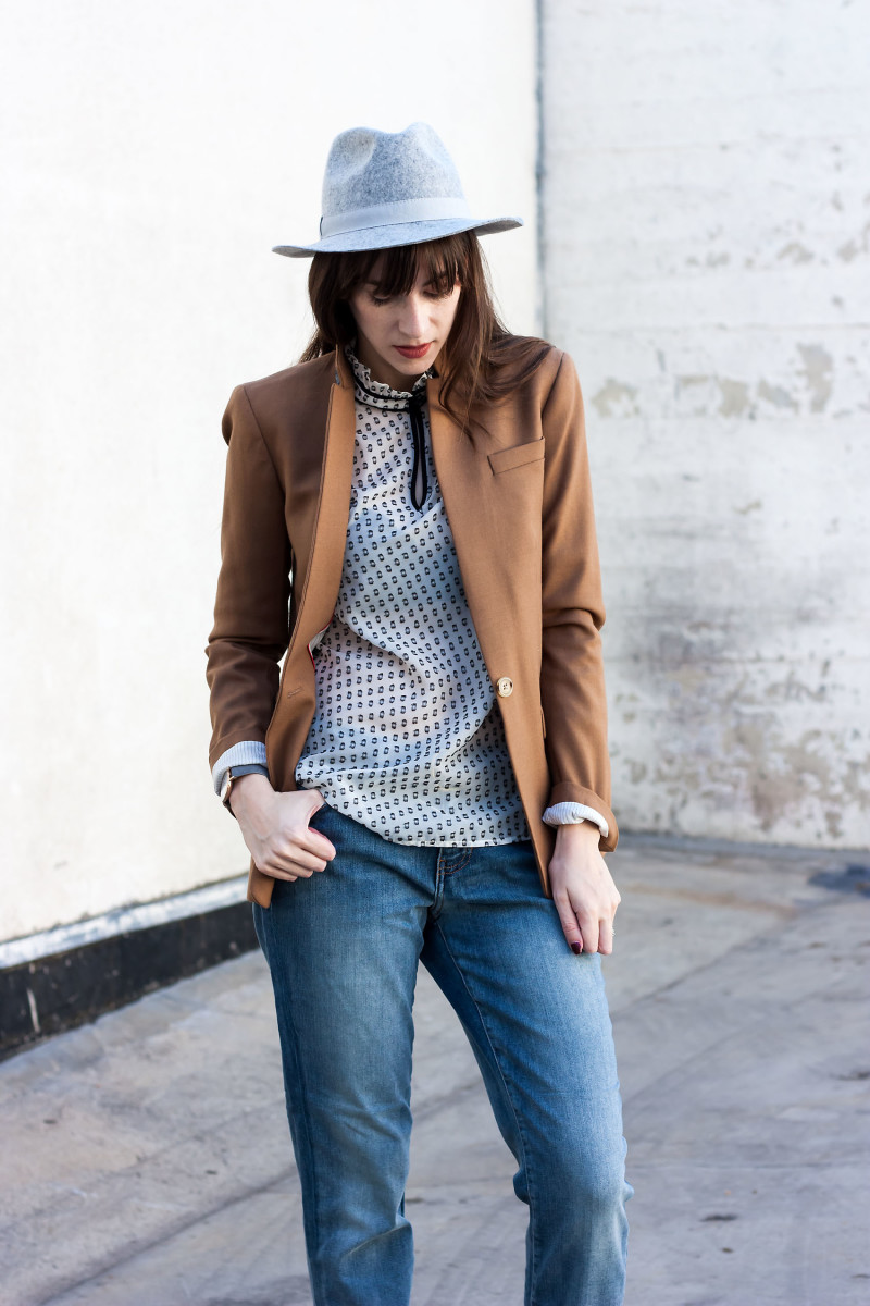 Los Angeles Style Blogger wearing JAG Boyfriend Jeans and J.Crew Regent Blazer