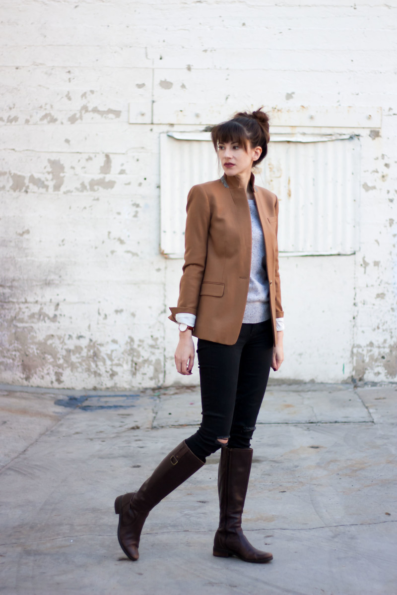 Los Angeles Fashion Blogger wearing a camel blazer and brown boots