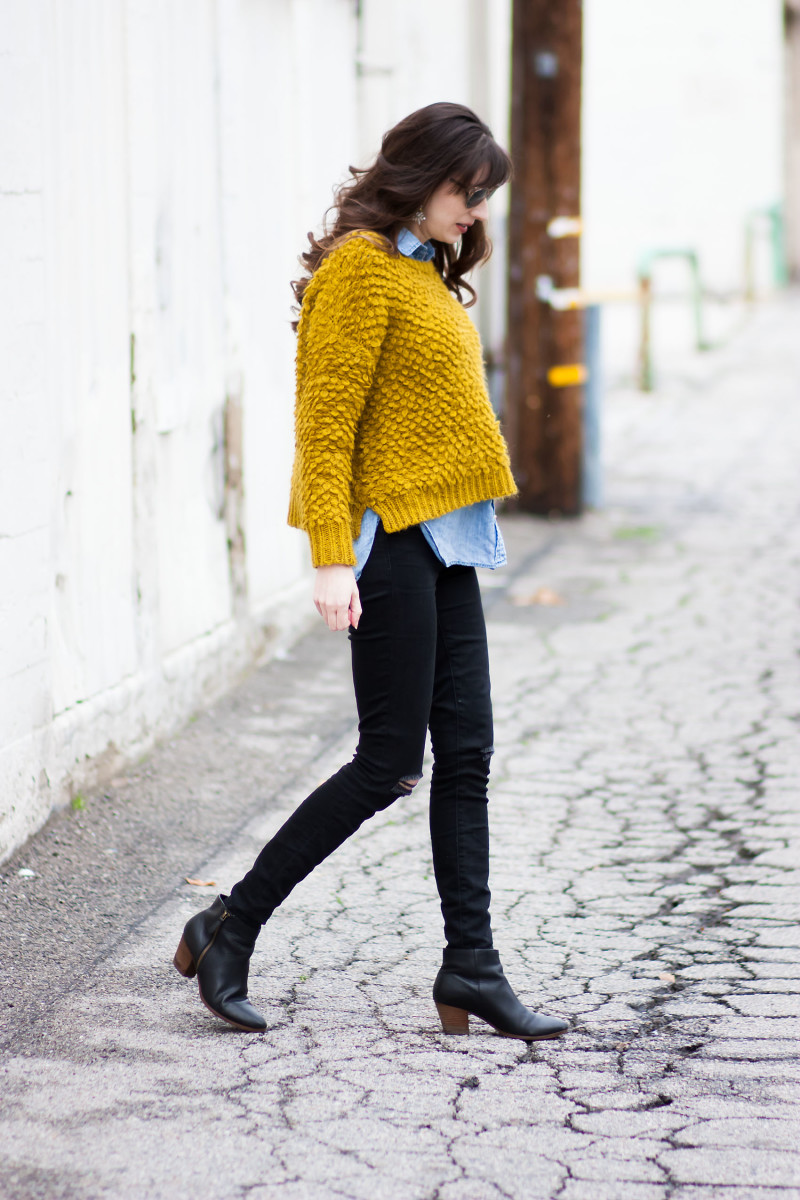 Los Angeles Style Blogger wearing fuzzy oversized sweater