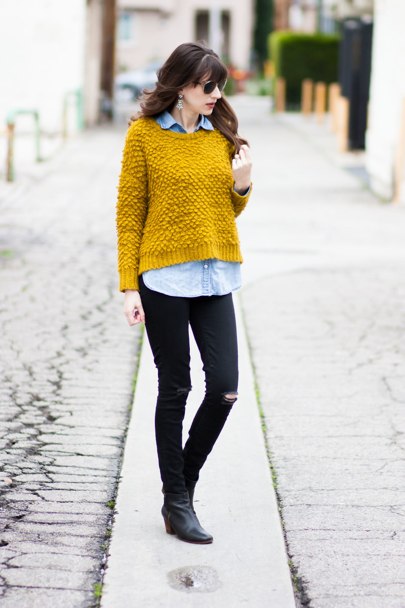 Minimalist Fashion Blogger wearing Madewell fuzzy sweater