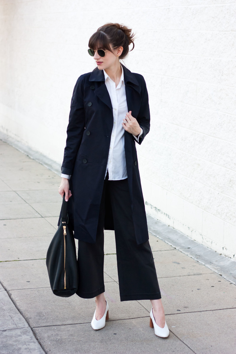 Minimalist Style Blogger wearing Everlane Trench Coat