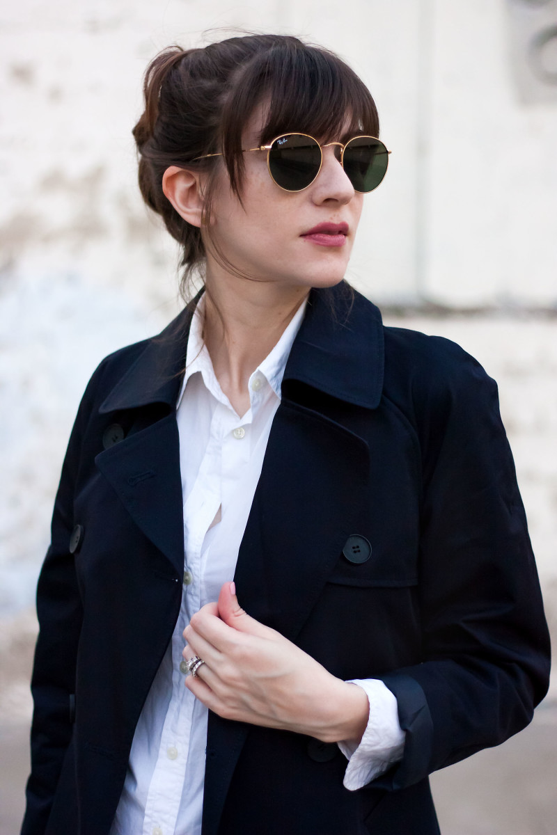 Jeans and a Teacup wearing Everlane Trench Coat and Rayban Sunglasses