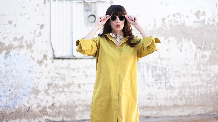 Los Angeles Style Blogger wearing an oversized shirtdress and ray-ban sunglasses