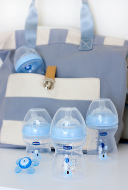 Chicco NaturalFit Bottles with Diaper Bag