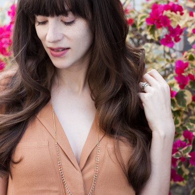 Los Angeles Style Blogger wearing Emma and Chloe necklace