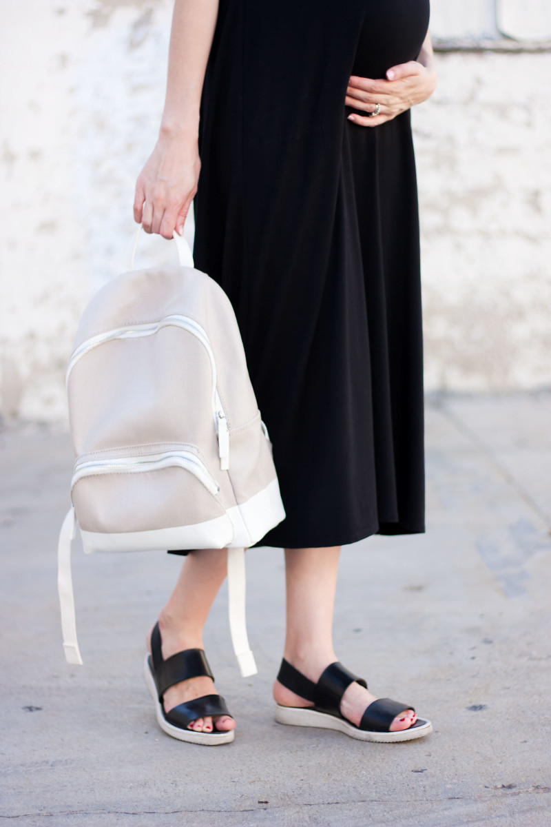 Los Angeles Blogger wearing Everlane Street Sandals and Everlane Backpack