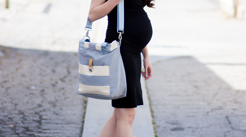 Jeans and a Teacup wearing Ingrid and Isabel Maternity Dress and Everlane Street Sandals