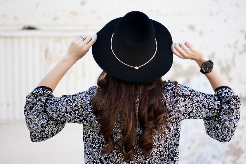 Jeans and a Teacup wearing a Frankie Series Jord watch in black with Kin K hat