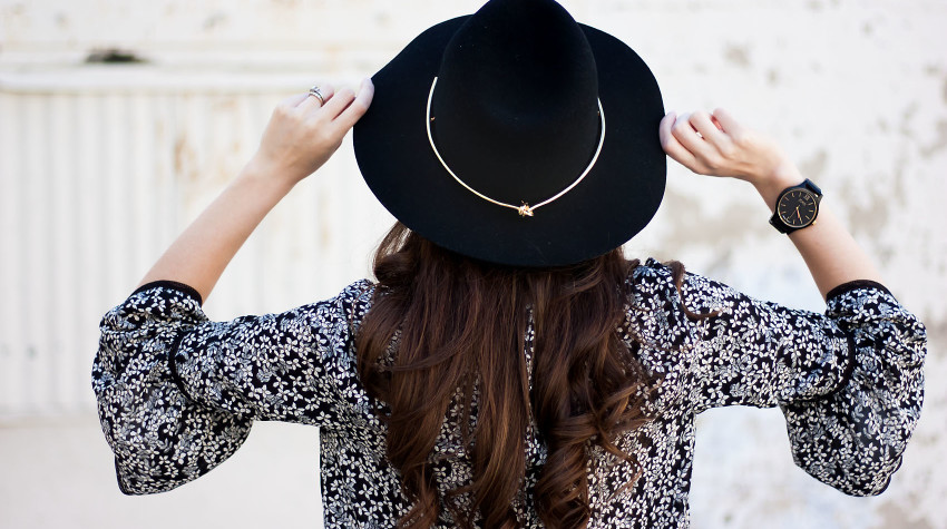 Jeans and a Teacup wearing the Jord Frankie watch in black with Kin K hat