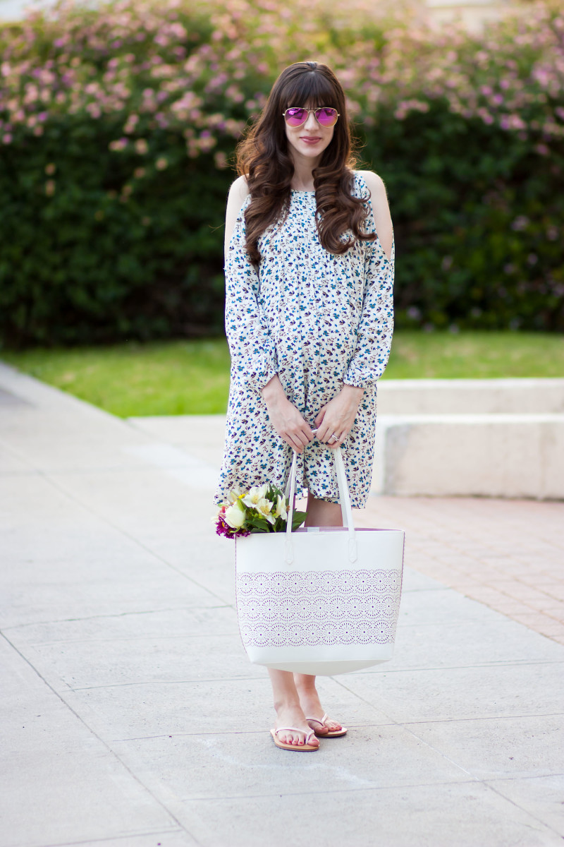 0717dfb41128 Los Angeles Style Blogger wearing Old Navy Floral Dress for Spring ...