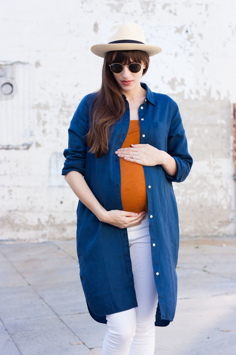 Pregnant Los Angeles Style Blogger wearing Everlane