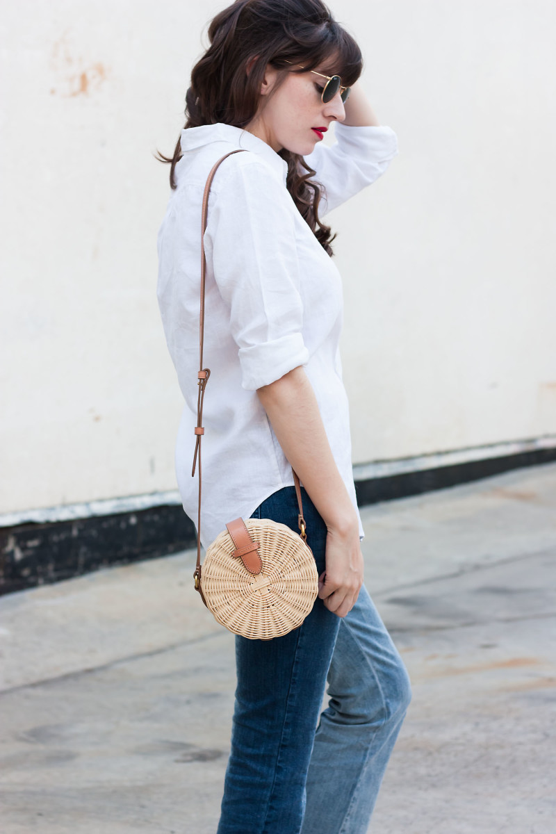 Los Angeles Style Blogger wearing straw circle bag and Who What Wear collection jeans