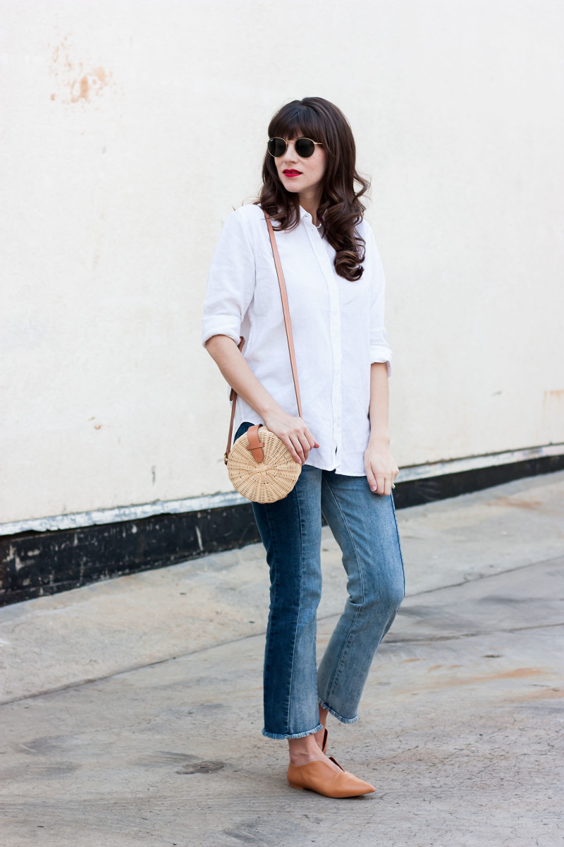 Minimalist Fashion Blogger wearing Everlane Linen Shirt and contrast denim