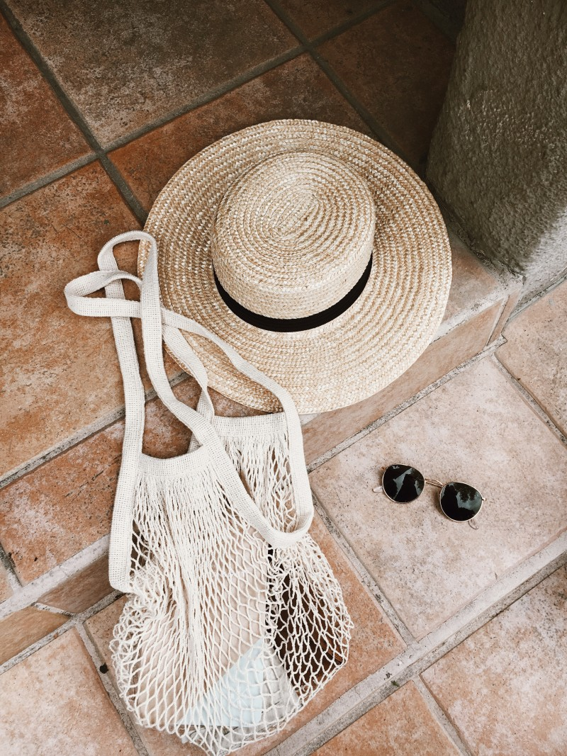 Net Market Bag with sunnies and hat