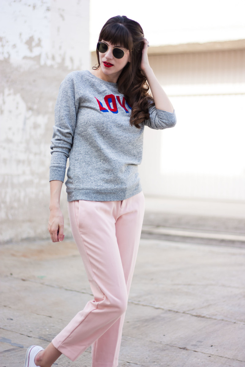 Style Blogger wearing Old Navy sweatshirt