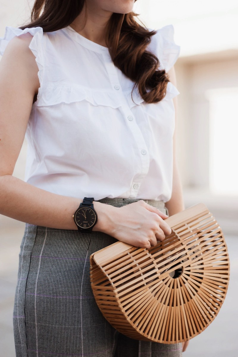 Blogger wearing a Jord Wood Watch and bamboo bag