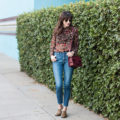 Los Angeles Blogger wearing Everlane denim and floral top