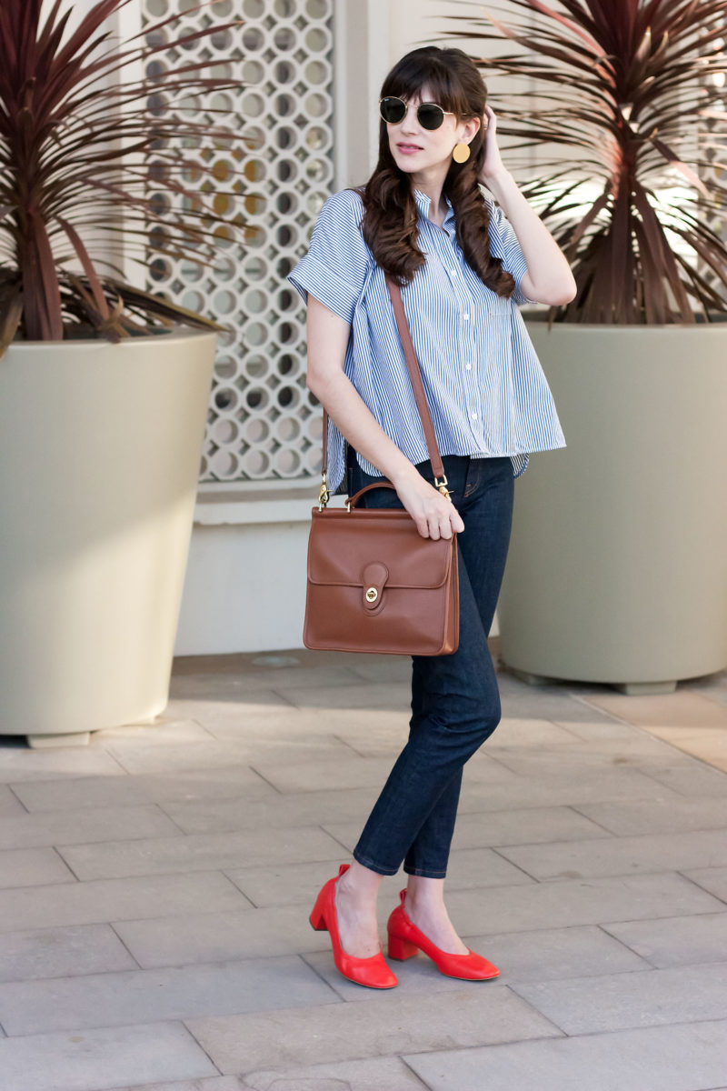 Los Angeles Minimalist Blogger wearing Everlane Shirt, Denim, and Day Heel