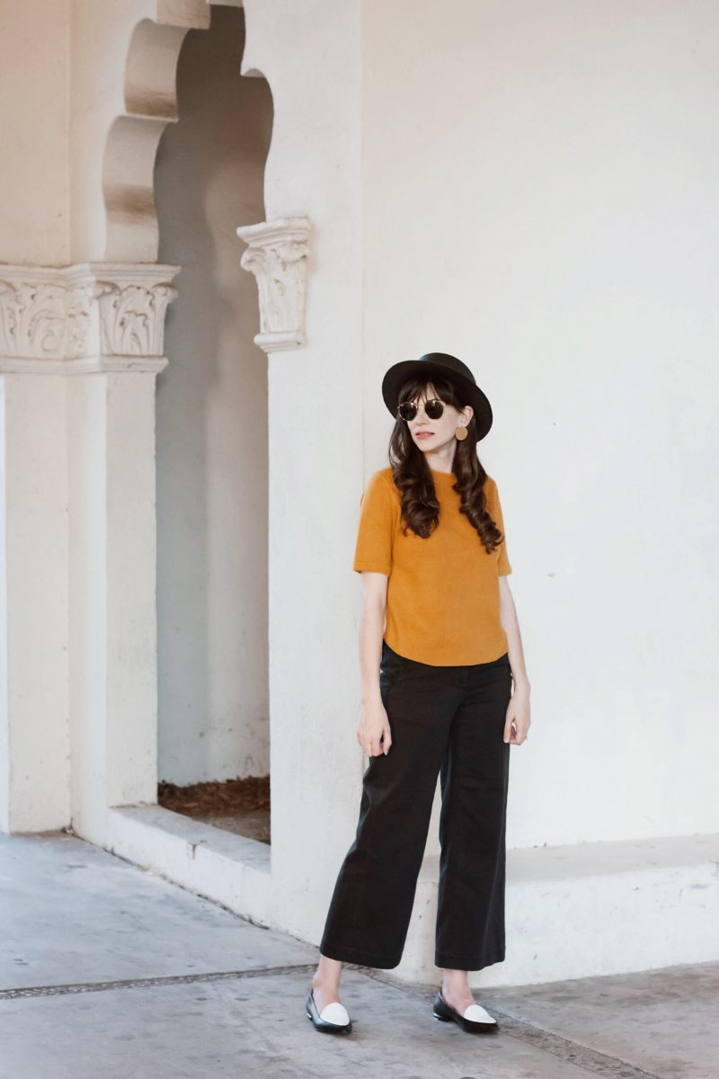 Los Angeles Minimalist Blogger wearing Everlane Wide Leg Pants