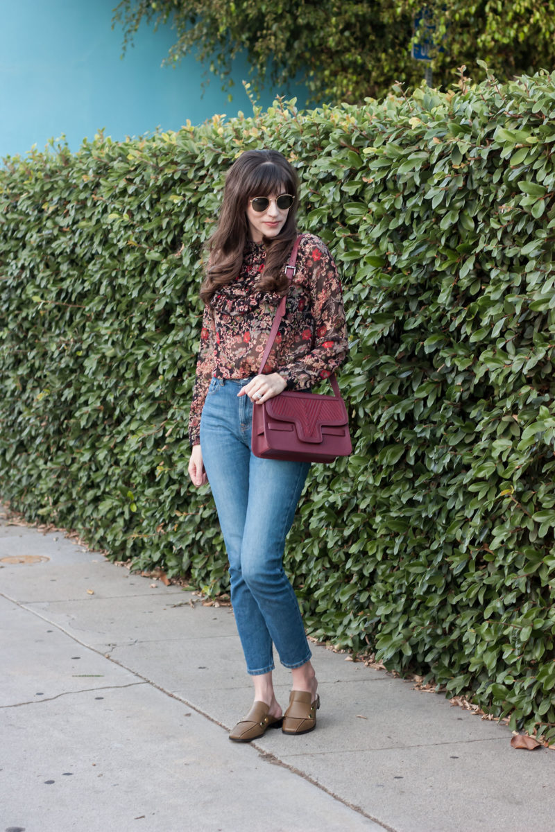 Los Angeles fashion blogger wearing everlane jeans and Lili Radu bag