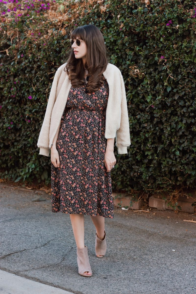 Style Blogger wearing Old Navy Outfit for Say Hi Style