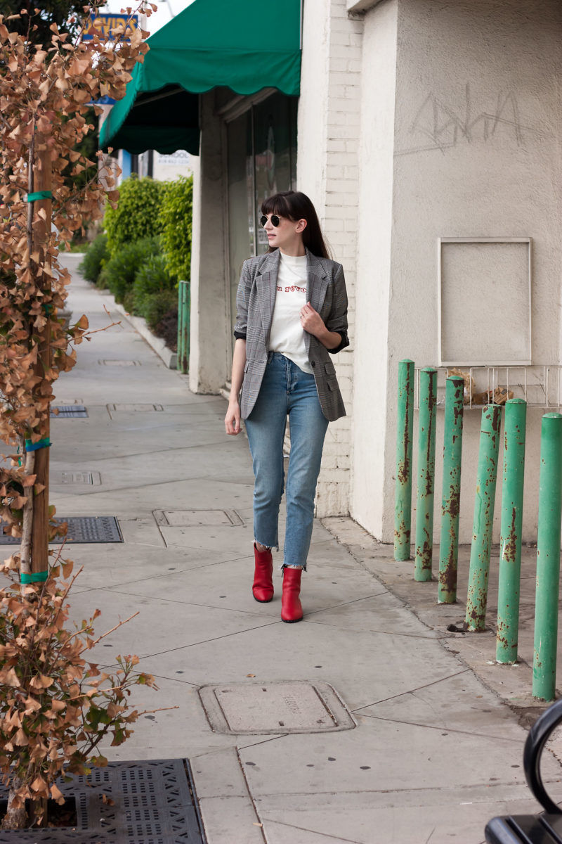 Fashion Blogger wearing pops of red
