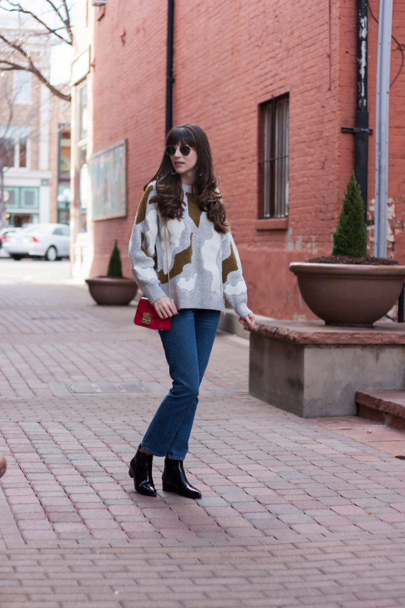 Fashion Blogger wearing oversized sweater and reformation jeans