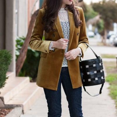 Fashion Blogger wearing velvet blazer with Vasic Bucket Bag