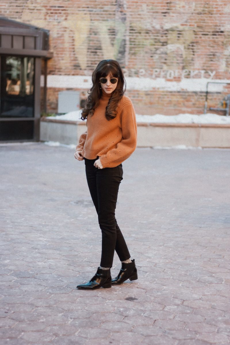 California Style Blogger wearing Cropped Chunky Sweater with Everlane Skinny Jeans