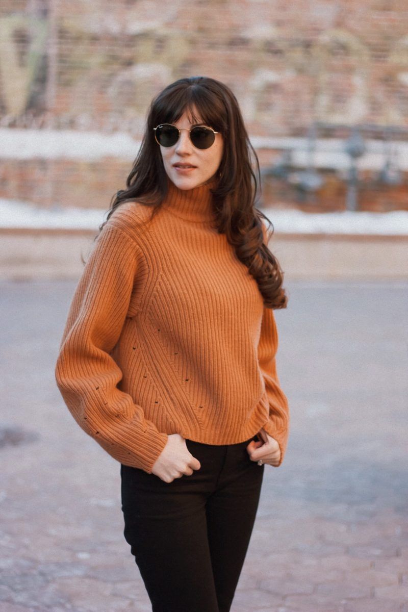Los Angeles Blogger wearing H&M Camel sweater with balloon sleeves