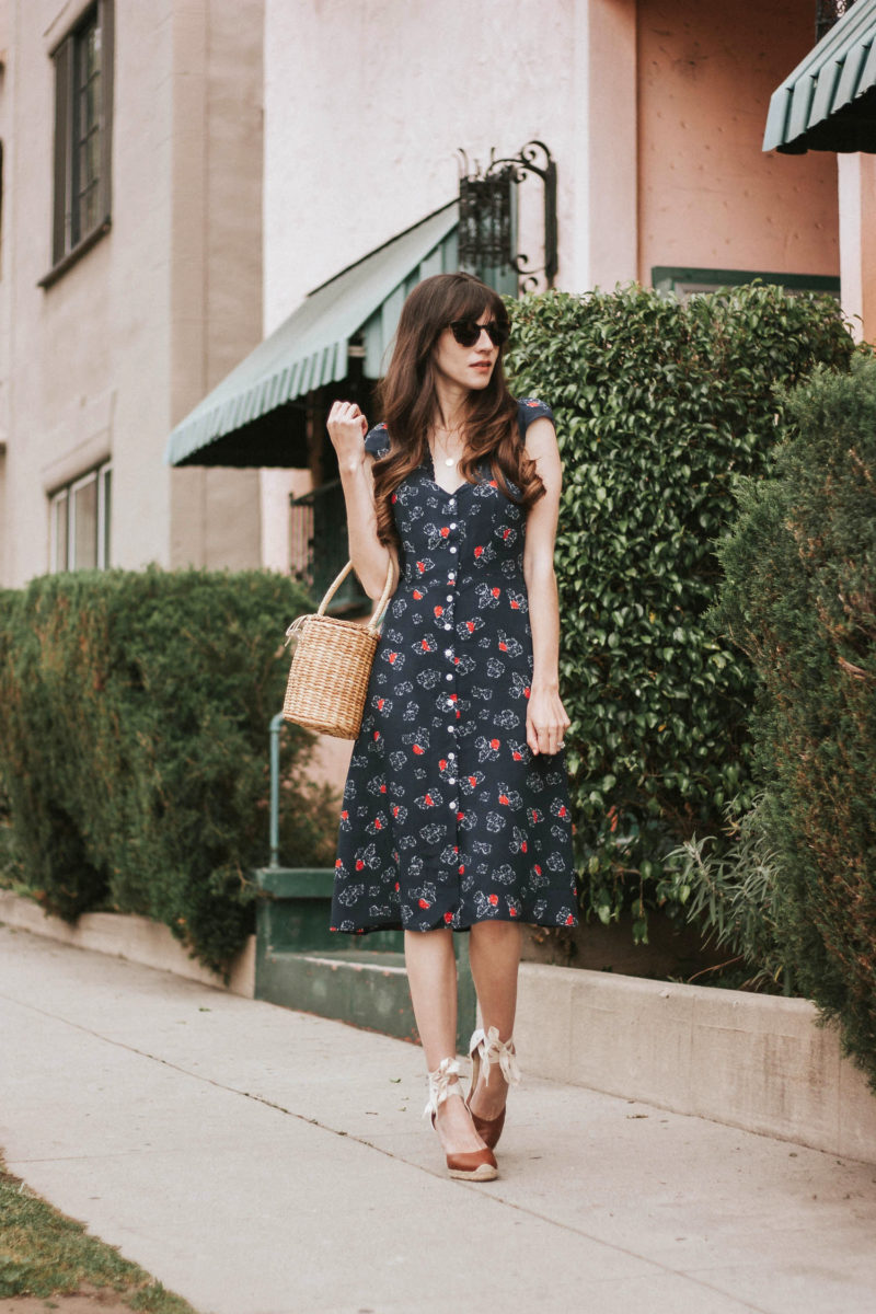How to Dress like a French Girl Outfit