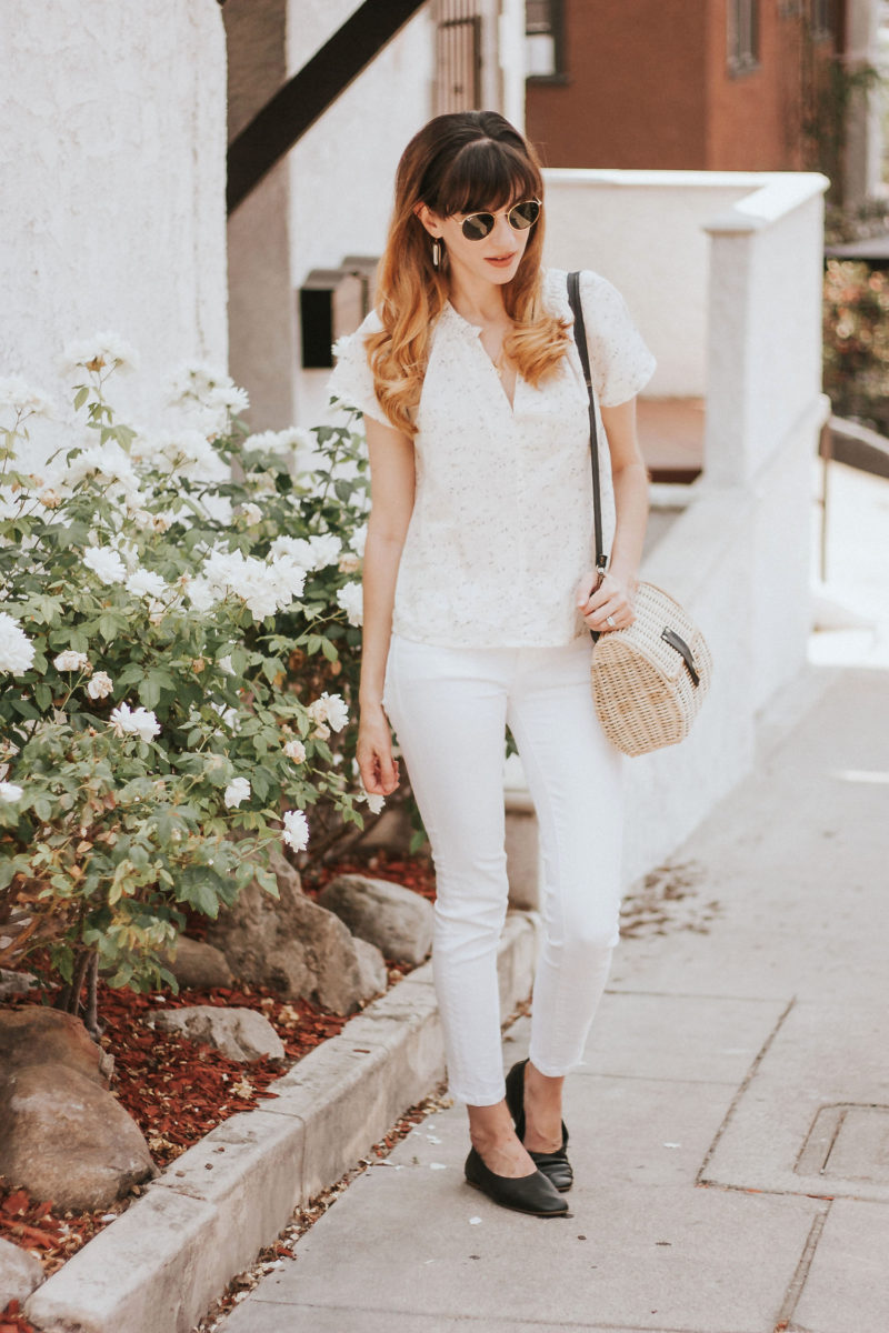Summer linen top with white jeans, Everlane shoes and 31 bits bag