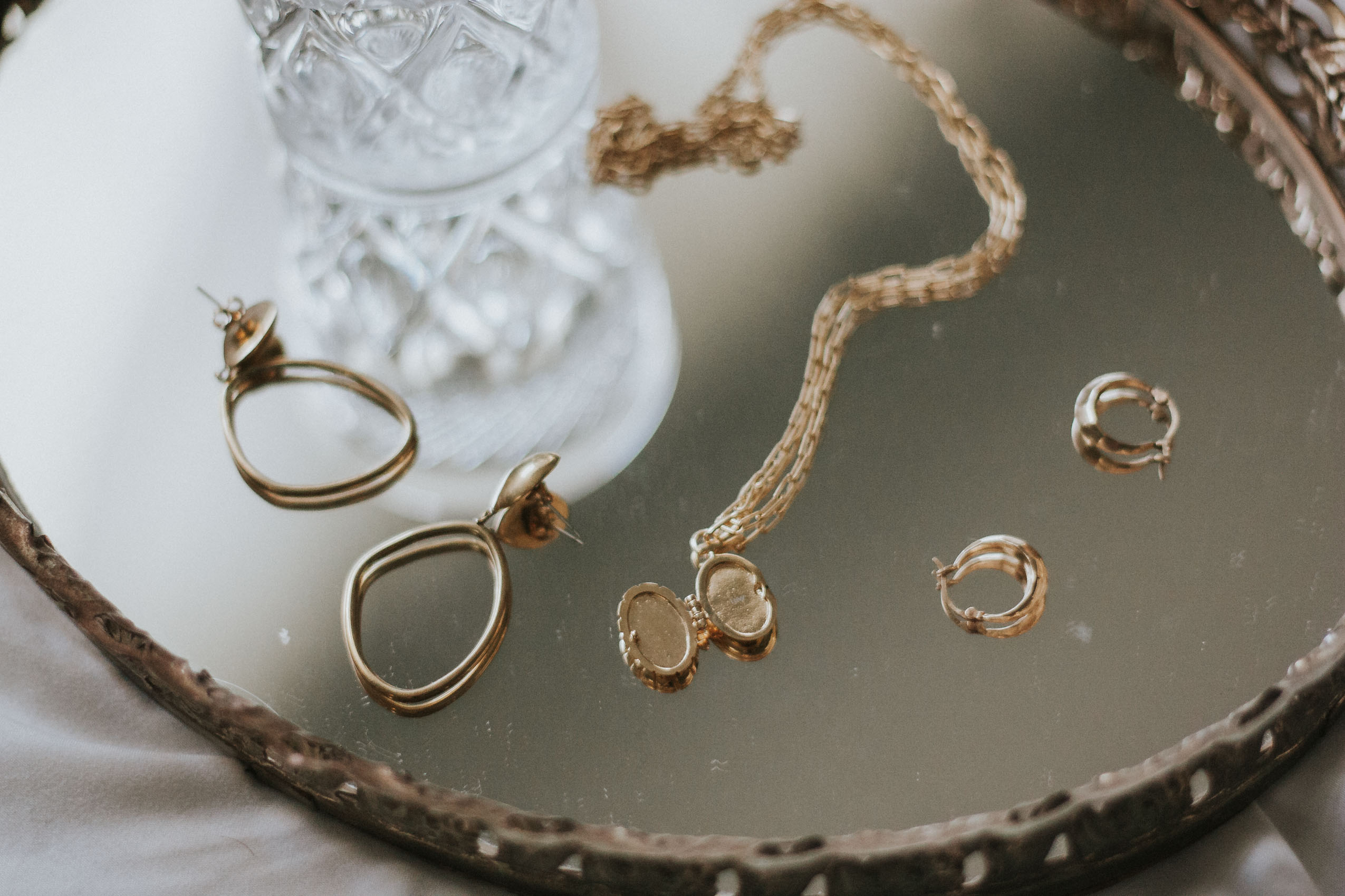 1487c39f917 My Minimalist Jewelry Picks + Link Up - Jeans and a Teacup
